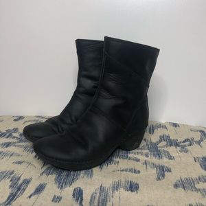Merrell Black Leather Zip Ankle Boots 6.5